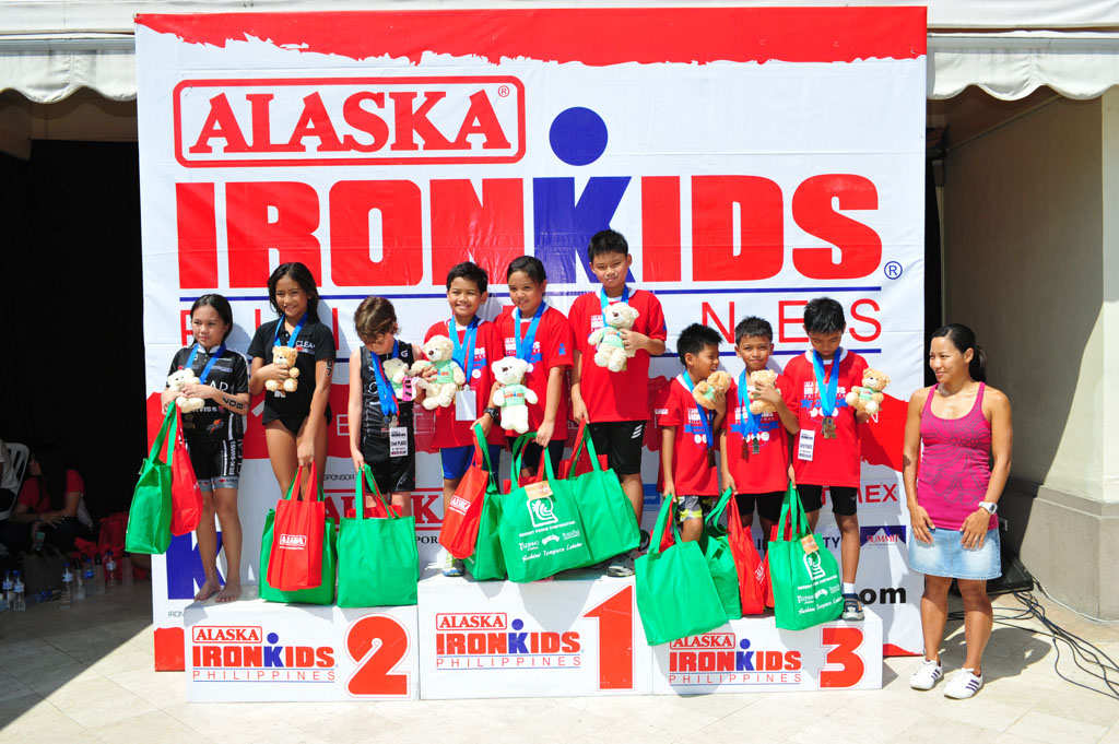 Winners of the Alaska Ironkids Triathlon Relay