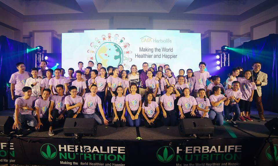 The CASA Herbalife Concert with the talented singers from the SOS Children's Village Philippines and Tuloy Sa Don Bosco. At the center is Herbalife Nutrition Philippines General Manager Rosalio Valenzuela.